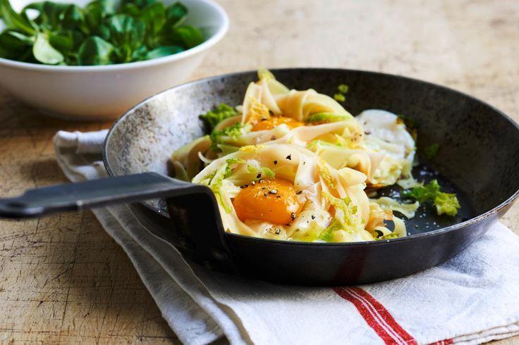 Testez Nid de nouilles au chou frisé et à l'oeuf ou d'autres délicieuses recettes de Coop issues de la catégorie Plats de légumes