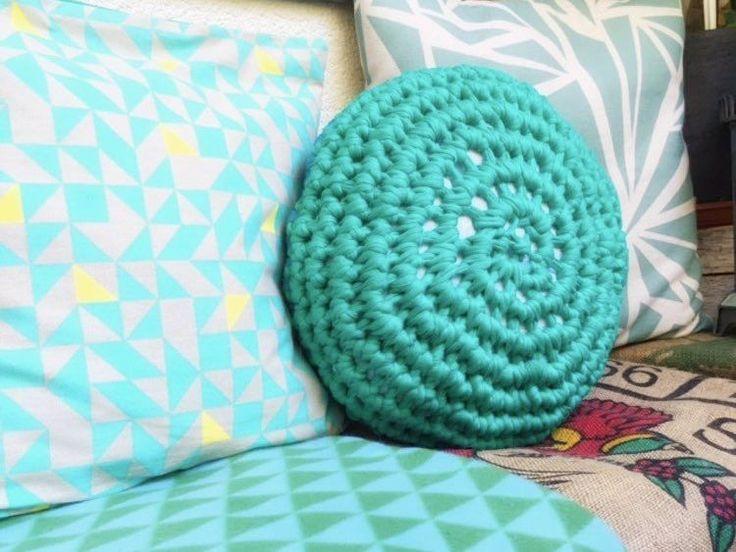 kostenlose diy anleitung mini pouf mit textilgarn h keln sitzkissen h kelanleitung free diy. Black Bedroom Furniture Sets. Home Design Ideas