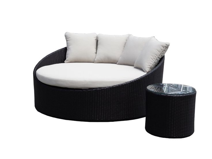 Modern and stylish, this stunning round outdoor wicker day bed will add elegance and style to your outdoor area. Perfect for lounging around the pool, garden, deck or patio   Quality features: 1...
