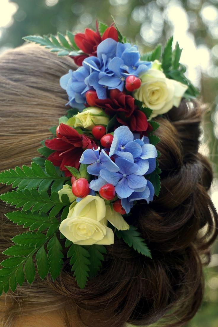 Wpinka we włosy z akcentami błękitu #wedding #flowers #hair #decoration