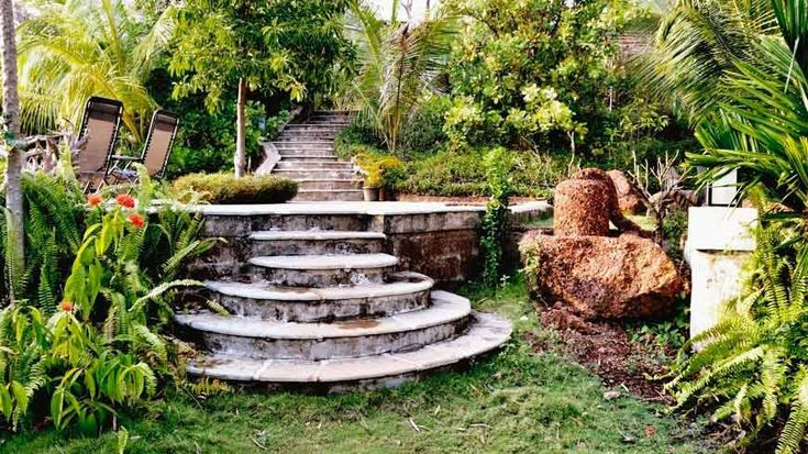 Circular steps in Wildflower Villas' tropical gardens, high up on a hill in north-central Goa. To book or enquire: https://www.tripzuki.com/hotels/vivenda-dos-palhacos-goa/