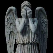 Anges pleureurs. Ne clignez pas des yeux, car tout ce que est l'image d'un ange en devient un...