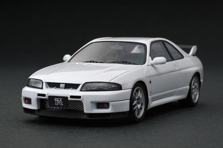 Nissan Skyline GT-R V-spec (R33) Scale Model by HPI-Racing