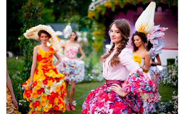 """If you are going to plan your Russia trip in April 2017 then do not forget these awesome places to visit in Moscow. In the April most of the amazing festival will going to celebrate in the city where you can enjoy so much with your family and friends. So get ready for the annual """"Moscow Spring"""" festival will open on April 1, the Great Modernists exhibition and more."""
