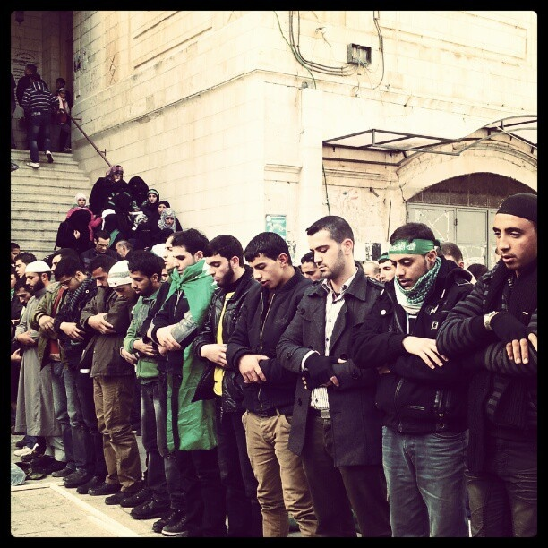 @lodgaard | Prayer outside mosque in #Nablus old city before #Hamas rally