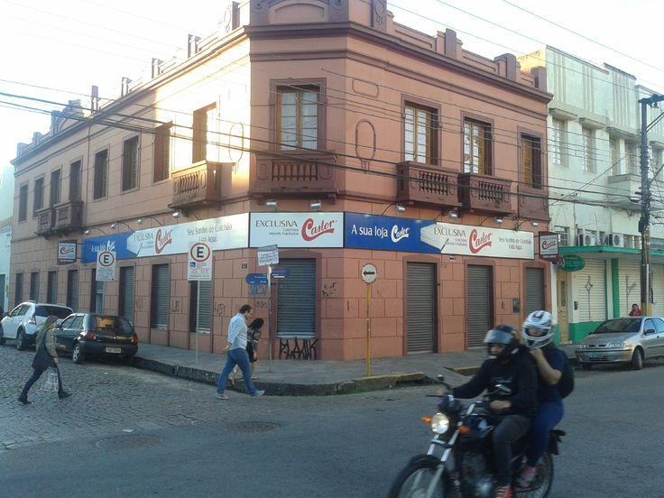 Mídia Externa > Identificação > Fascia. Mídia identificando a Loja Castor, de colchões. R. Andrade Neves.