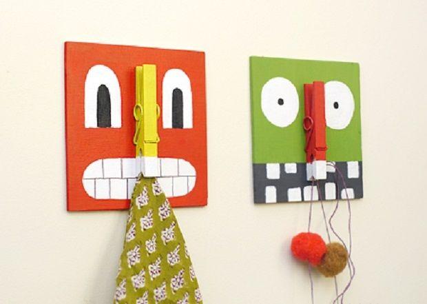 Mostri Appendini http://www.lovediy.it/mostri-appendini/ Colorati e divertenti, i mostri appendini sono perfetti per arredare la camera dei bambini. Fissati al muro, non creano ingombro, decorano la parete e contribuiscono a tenere in ordine la stanza. Ogni mostro ha per naso una pratica molletta, alla quale è possibile appendere disegni, copertine ed ...