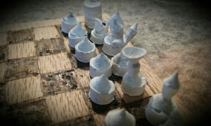 Mini ajedrez con semillas de eucalipto