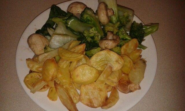 Zero oil zero salt chips with steamed veggies. Yum yum yum!!! :-)