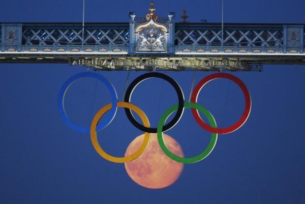 Moon on Tower Bridge via http://newsmix.me