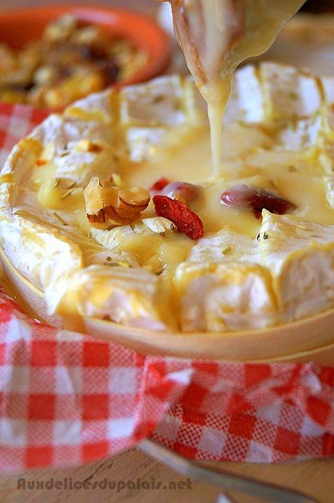 Le camembert rôti de Jamie Oliver (noix et baies) par Saleha de Aux Délices du…