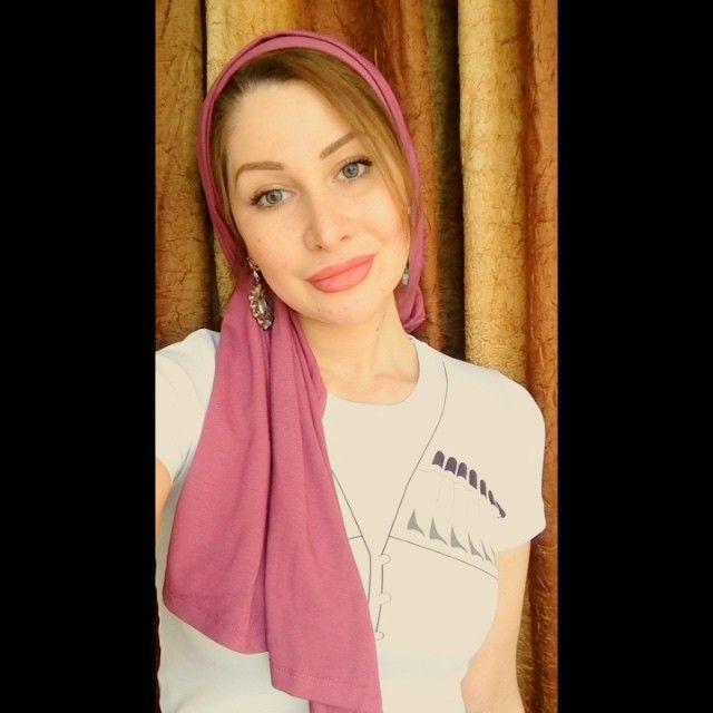 Спасибо @dear_collection_  за крутую футболку с газырями  мне очень понравилась  и вот такой красивый палантин  не скользит и легко завязывается  еще два способа записала, чуть позже выложу  @dear_collection_ музыка love me like you do #hijab#scarf#shawl#video#платок#хиджаб#Angelika#turban#headscarf#beauty#fashion#scafstyle#жади#клон#красота