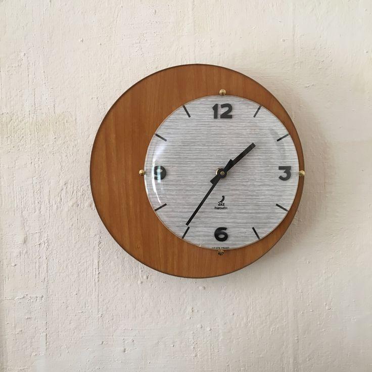 les 25 meilleures id es de la cat gorie horloge murale vintage sur pinterest horloge vintage. Black Bedroom Furniture Sets. Home Design Ideas