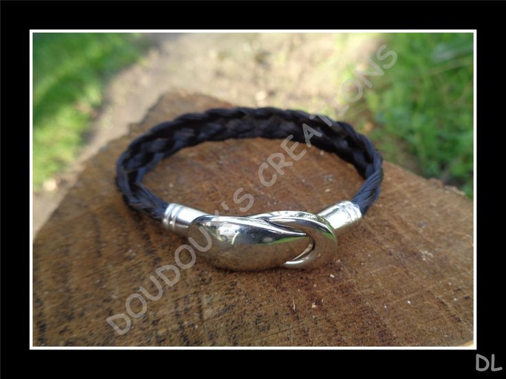 """Bracelet en véritables crins de cheval noir à reflet roux, tressé à plat 5 brins, fermoir """"cuillère"""" aimanté en acier inoxydable : Bracelet par doudoux-crins"""
