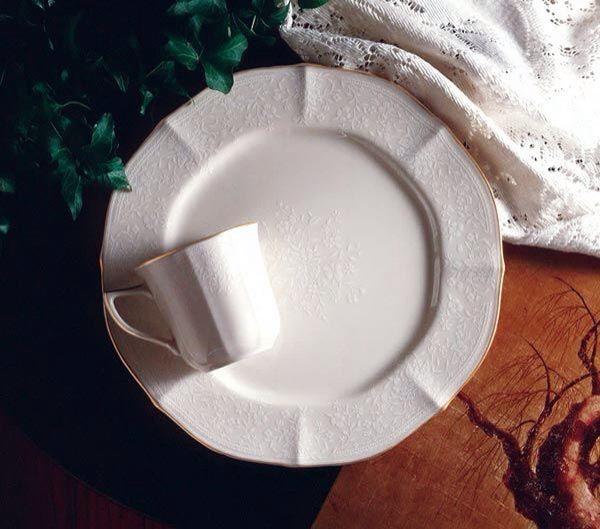 ‼️НОВИНКА‼️ Элитный японский фарфор Noritake  Сервиз чайно-обеденный «Букет Принцессы» в наличии серия Голд и серия Платина. 12 персон,91 предмет Комплектация: Чайно-обеденный 12 пер. 91 пр. Подстановочная тарелка -12шт. Суповая тарелка -12шт. Закусочная-12шт. Пирожковая- 12шт. Блюдце -12шт. Чашка-12шт. Салатник большой 28см.-2шт. Салатник малый 17см.-6шт. Блюдо овальное-1шт. Блюдо квадратное-1шт. Чайник-1шт. Сахарница-1шт. Молочник-1шт.