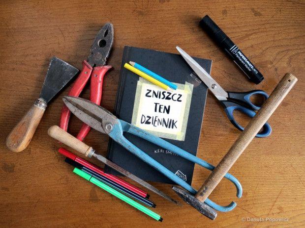 Danuta Popowicz kreuje :) #zniszcztendziennik #kerismith #wreckthisjournal #book #ksiazka #KreatywnaDestrukcja #DIY