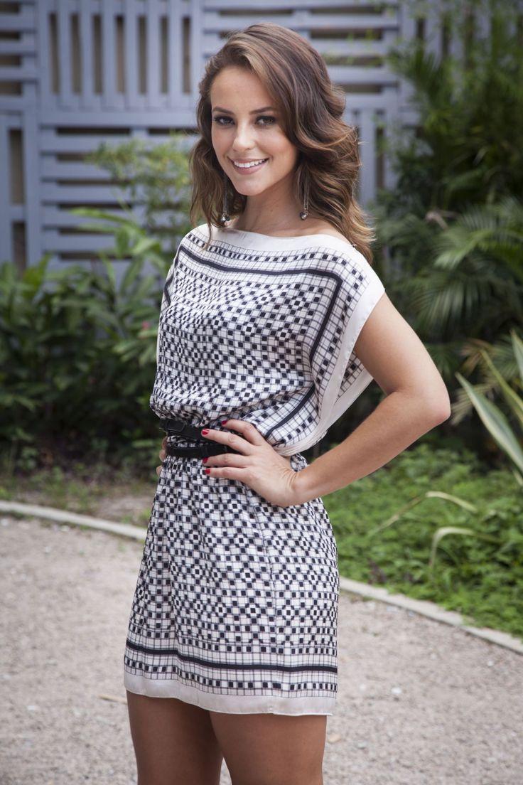 Paolla Oliveira aposta em estilo lady like. Inspire-se nos looks da atriz!