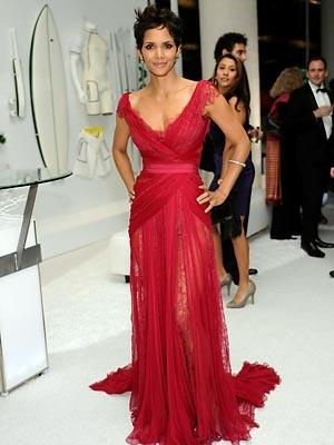 Halle Berry EVENT: The Costume Designers Guild Awards DESIGNER: Elie Saab WHY WE LOVE IT: A brilliant hue amped up the star's natural incandescence.