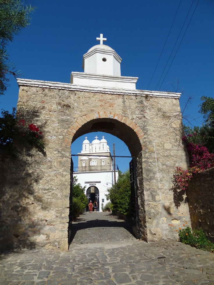 There nunnery inside the walls of the castle at Koroni including a small church and gardens you can visit. It is a beautiful little oasis and wonderfully peaceful