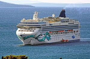 Norwegian Jade. Ιδιοκτησία & Διαχείριση: Norwegian Cruise Line. 2006 ~ 2008 Pride of Hawaii. 2008 ~ present,today's name. Σε υπηρεσία από τον Φεβρουάριο του 2006. 93.588GT ~ 294 μ.μ. ~ 32 μ.πλάτος ~ 15 κατ/τα ~ 25knots ~ 2.224 επ. ~ 1.100 α.πλ.