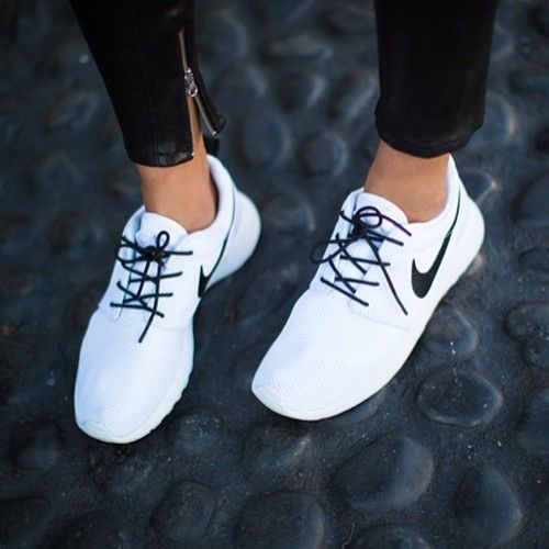 LOUISA nextstopfw | black white outfit fashion streetstyle minimal classic chic shoes sneakers nike rosh run