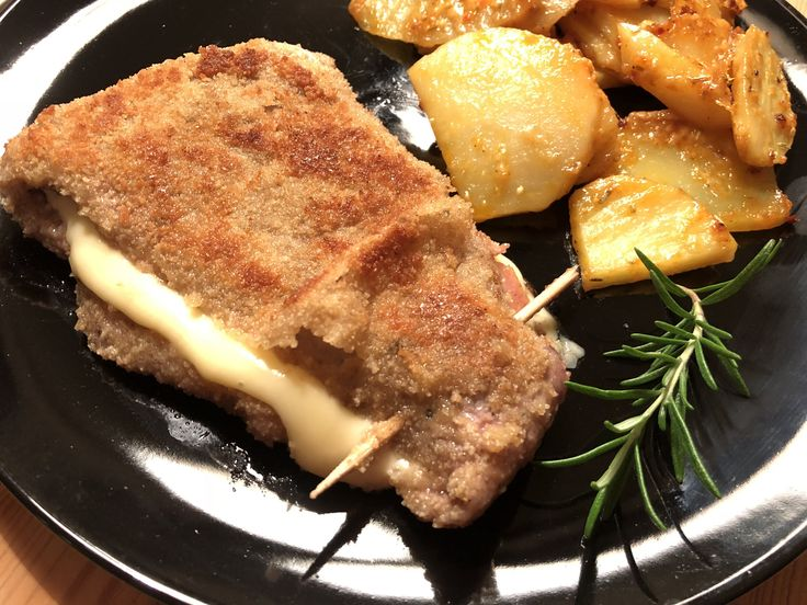 Cordon bleu vom Kalb mit Parmesan-Rosmarin-Kartoffeln