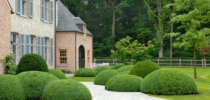 17 best images about outdoor on pinterest taxus baccata tuin and hydrangeas - Eigentijdse landscaping ...