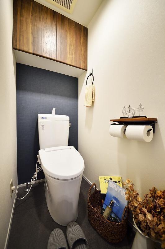 バス/トイレ事例:トイレ(木、アイアン、打ちっぱなし。素材感が映えるヴィンテージ空間)