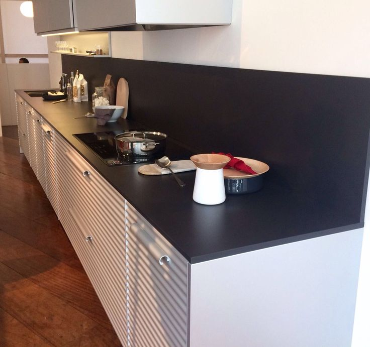 Due to its great versatility and class, #Dekton Domoos becomes a safe bet for your #kitchen. We love how it looks like in this design by Schiffini!