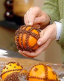 Remember these Pends! How to make pomanders: pierce skin of orange with skewer. Put whole cloves in holes. Put cinnamon in Ziploc. Shake pomander inside Ziploc until coated.