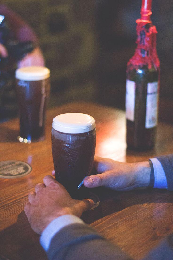 Guinness im Dolan's Pub in Limerick -- Irland-Rundreise mit Kerrygold, Bord Bia und Tourism Ireland - von Limerick und Adare bis zu den Cliffs of Moher