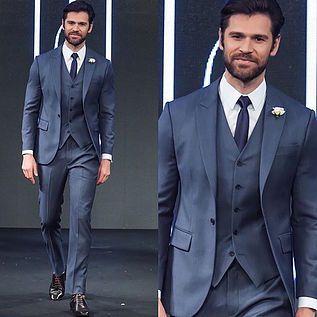 Traje do Noivo: terno azul em alta! | weddingsite