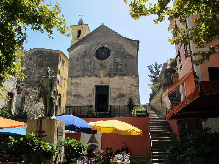 Escadaria ao lado do Oratório dos Governados Santa Catarina, na Corniglia, Vernazza, Cinque Terre, província Spezia, região da Ligúria, Itália. Fotografia: Sailko.