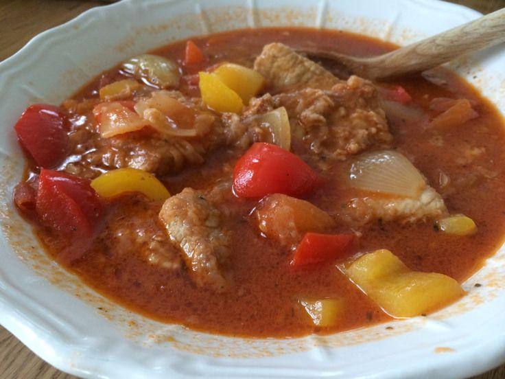 Breaded schnitzel in tomatosauce