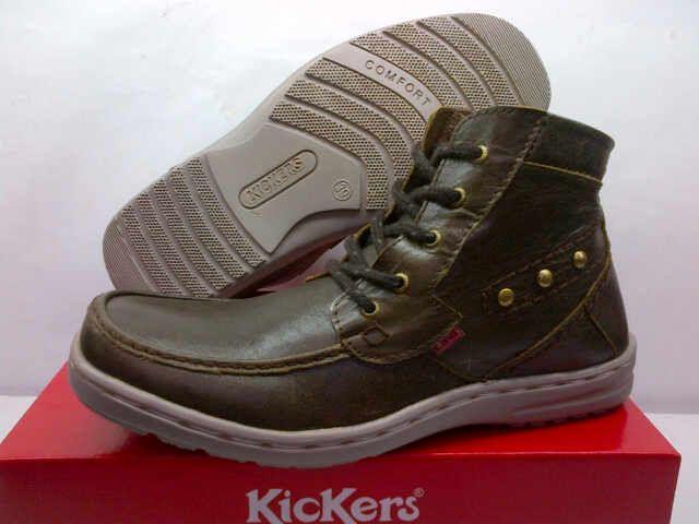 Sepatu Pria Boot Kickers (Code: 2CL127;@300.000). Brown Metal. Size 39 – 44. Membuat AGAN tampak semakin elegan, fashionable dan berkelas. SMS: 08531 784 7777 PIN: 331E1C6F www.butikfashionmurah.com