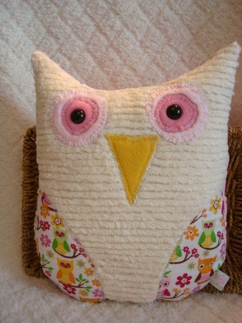 I like this owl pillow - I could modify my round owl stuffy pattern a bit for this - love the chenille body :D