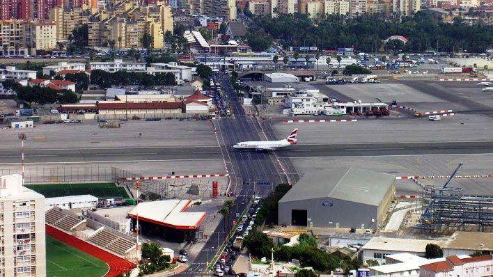 Gambar Foto landasan pacu di Bandara Gibraltar