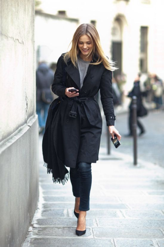 The easiest way to look chic on the go: Fashion, Edita Vilkeviciute, Street Style, Black Trench, Outfit, Trench Coats, Fall Winter