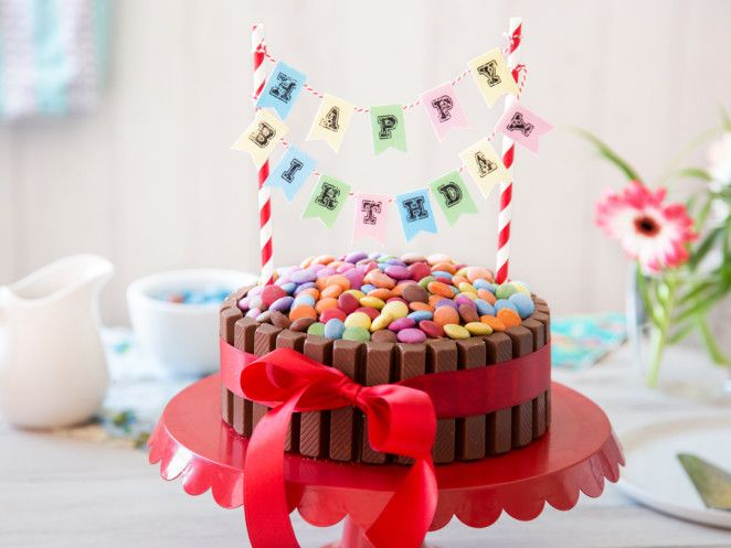 Kinderleicht und kunterbunt: KitKat Geburtstagskuchen
