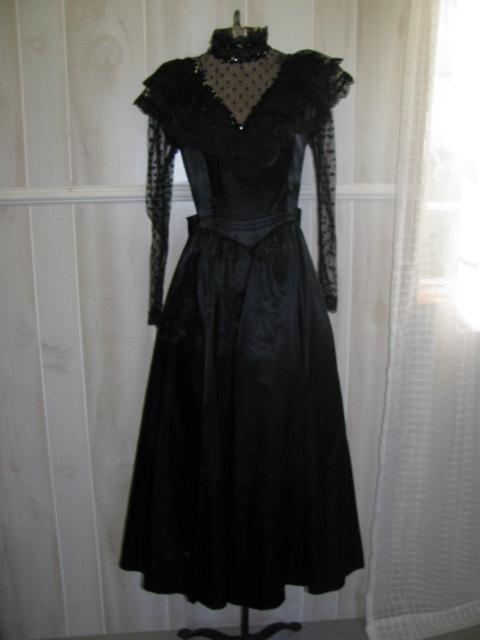 35 best images about lydia deetz on pinterest for Lydia deetz wedding dress