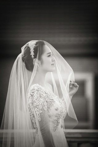 Beautiful black and white snap of a bride #WeddingPhotography #WeddingInspirations #KoreanWedding