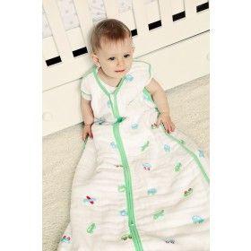 """""""MUSSELIN AUTOS"""" - Unser Musselin Sommerschlafsack für Jungs ist aus weißer 100%iger Baumwolle und mit kleinen Autos und Flugzeugen bedruckt. Für extra Effekt sind die die Babyschlafsäcke mit grünem Saum eingefasst. Den Schlummersack Musselin Schlafsack gibt es auf www.schlummersack.de - in 4 Größen"""
