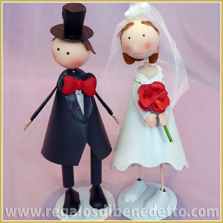 #CakeTopper #Wedding Figura #Tarta de #Bodas • Original figura para tarta de novios.  Dos figuras separadas con muelles en la cabeza que al moverlos oscilan.