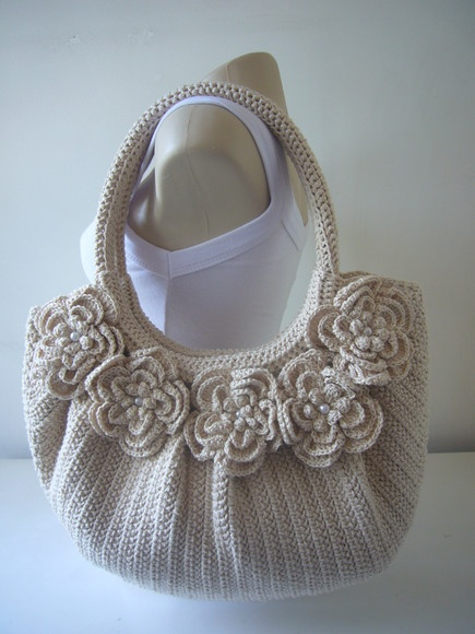 Lovely crochet bag. Really need to get to grips with my hooks!
