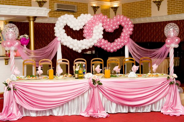 How to Make Balloon Centerpieces | Wedding Buffet Ideas: Using balloons for buffet table decorations