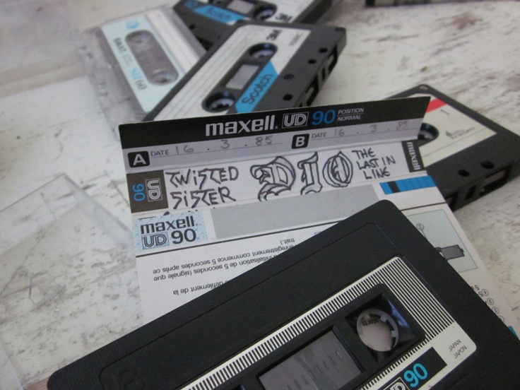 Searching inspiration for new miniprint & badge C-cassette series... www.kuvituksia.com