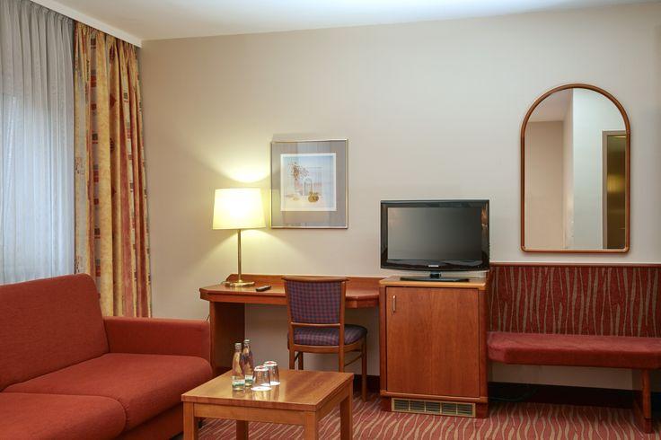 Wohnbereich Superior Zimmer im H+Hotel Mannheim