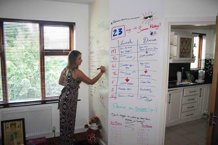 Chytrá zeď je perfektní i do domovů, dětských pokojíčků a i jiných pokojů. Zvyšuje kreativitu a vytváří originální prostory :).  ----  Smart Wall Paint has perfect use also at homes. www.chytrazed.cz www.smartwallpaint.cz