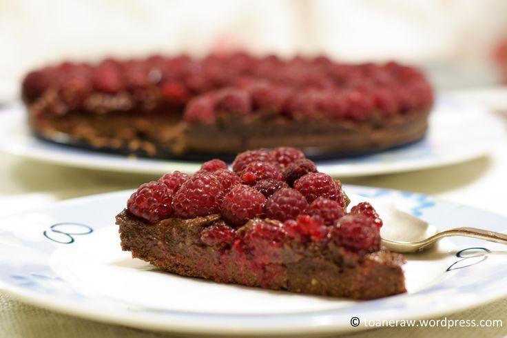 Raw raspberry tart