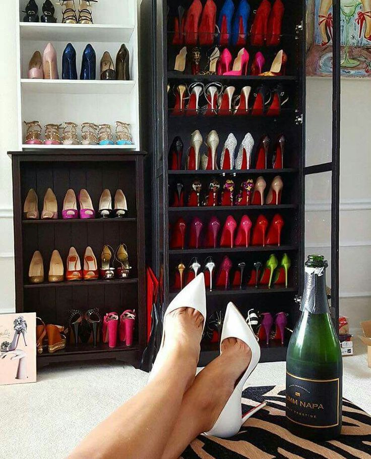 Scarpe e champagne  what else? #shoes #sandali #scarpe #tacchi #heels